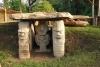 30 Macht en aanzien van de opperhoofden werden tot uitdrukking gebracht door middel van het oprichten van grafmonumenten en standbeelden