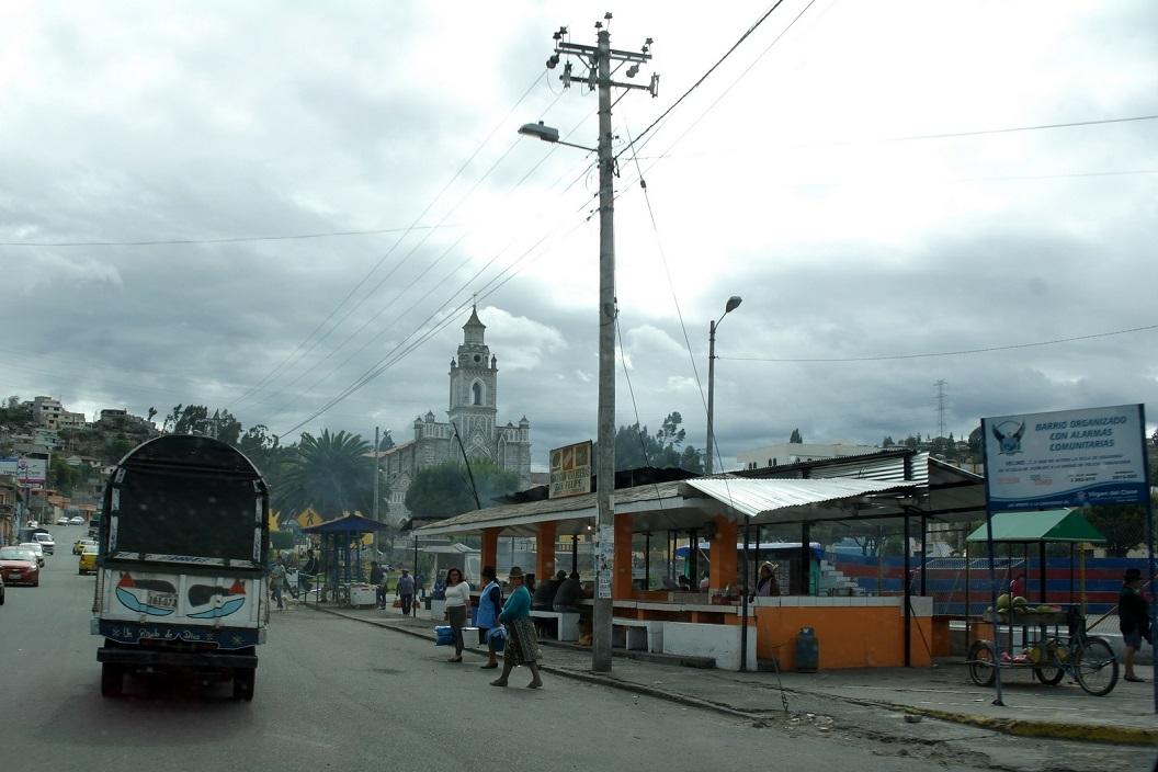 02 gezellig stad-dorpsplein Guatacama op route E 35 richting Latacunga