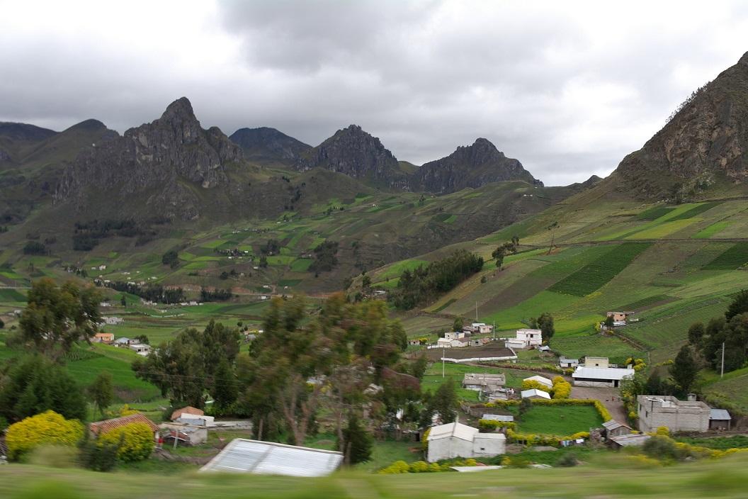09 panorama als een lappendeken over steile en minder steile hellingen
