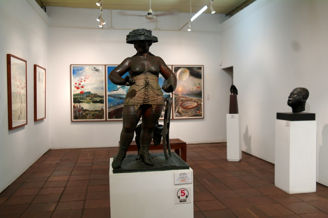 44 Rita 5.30 pm 1984 - bronzen beeld - van Enrique Grau (Cartagena 1920 - Bogota 2004)