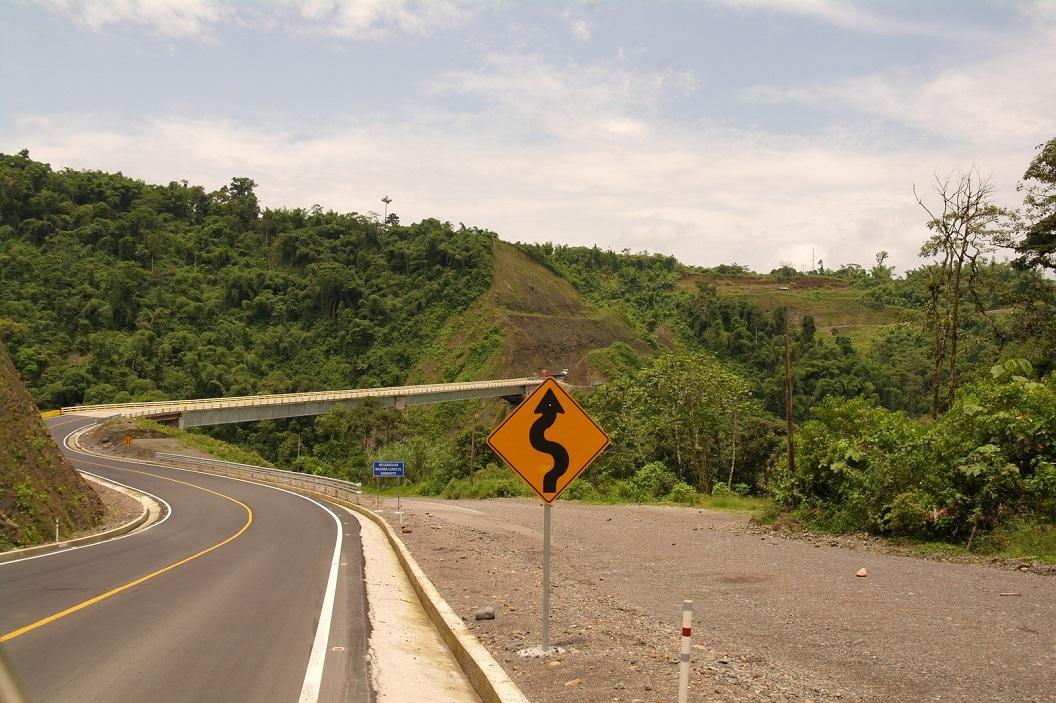 07 Route E20 op weg naar Puerto Francisco de Orellana - Coca