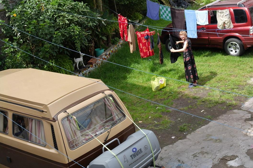 21 tijd voor ons wasje en ideale parkeerplaats bij Hostal Savoy in Baños de Agua Santa