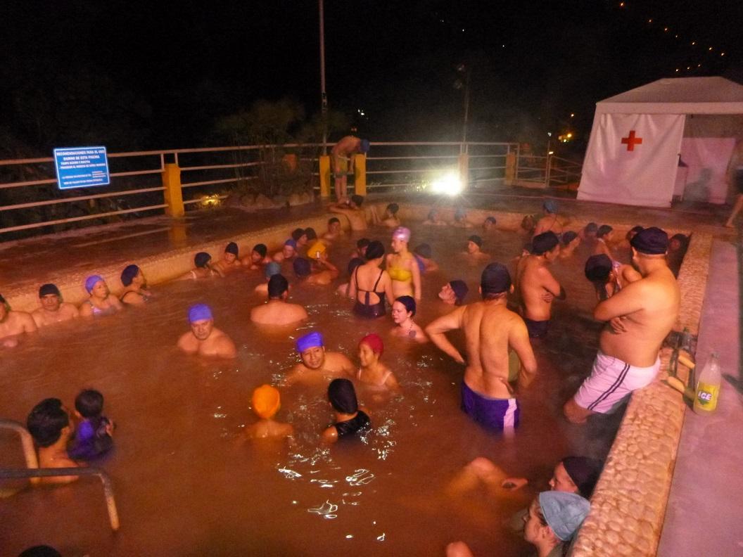 31 in de avond baden in La Piscina de La Virgen (warme baden)