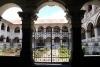 24 zicht op de binnentuin van Basalica of Nuestra Senora de Agua Santa