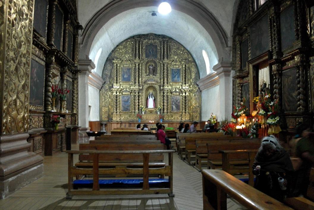 11 ook de Templo de Santo Domingo, de zijmuren en de kunstig gebeeldhouwde kansel zijn rijk versierd met bladgoud SAM_6306