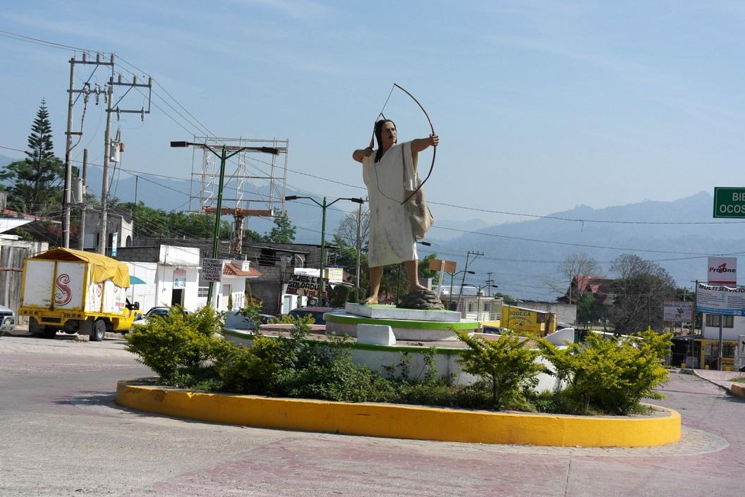 13 karakteristiek kruispunt in het stadje Ocosingo SAM_6404
