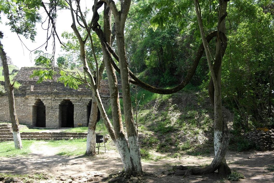 17 de ingang van het paleis, piramide en gebouwen complex SAM_0009