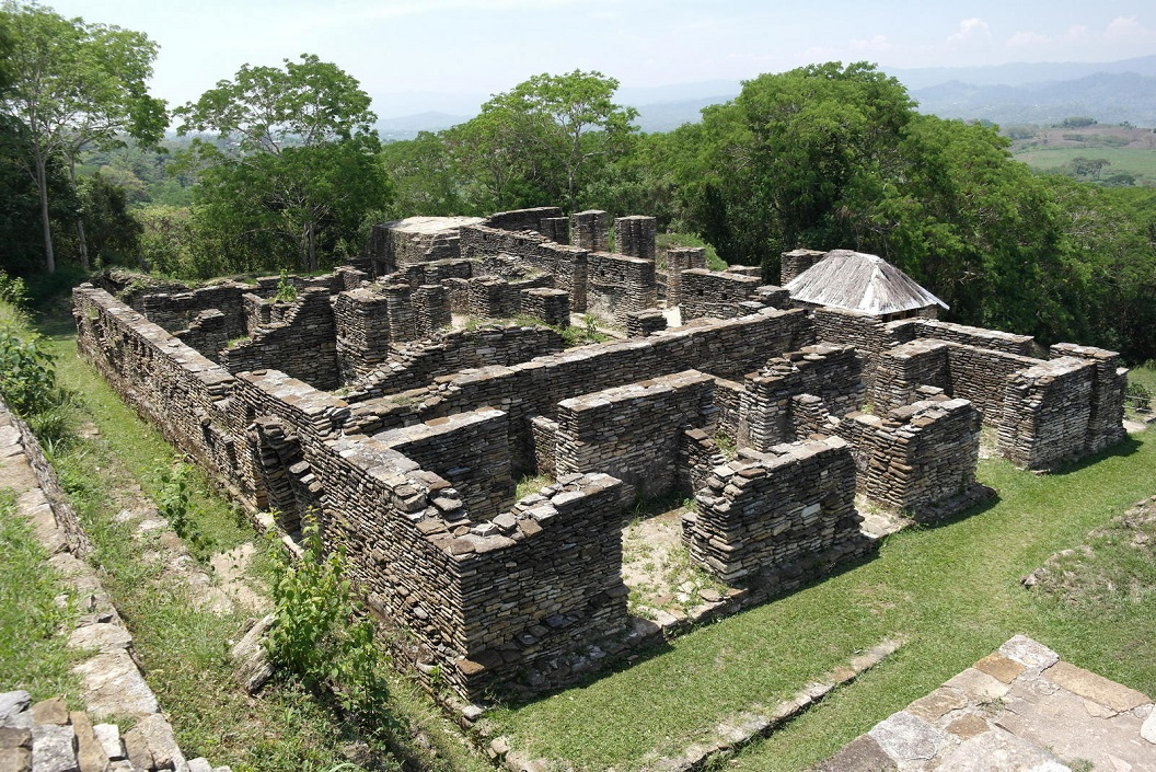 22 ruine complex , bijgebouwen, woningen naast de piramide voor de hoogwaardigheids bekleders, priesters en personeel SAM_0036
