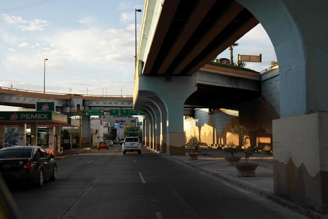 44 vlak bij de grensovergang in centrum van Nogales, we zijn in de USA voor we er erg in hebben! SAM_1198