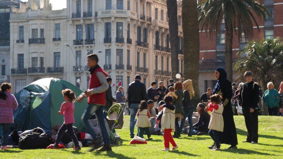35 Syrisch gezin met jonge kinderen protesteert tegen hoge kosten van levensonderhoud in Uruguay