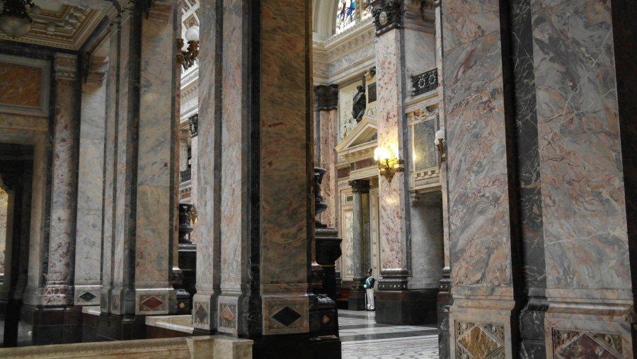04 Doorkijkje naar de Main Hall, the Lost Steps Room