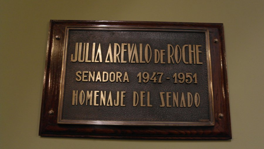 18 Julia Arevelo de Roche 1947-1951,  ter ere van haar belangrijke positie in het senaat