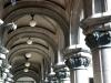 07 massieve stenen bogen lopen langs het gebouw Palacio Salvo
