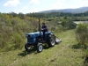 09 Eduardo schoont het pad door het land rondom zijn boerderij
