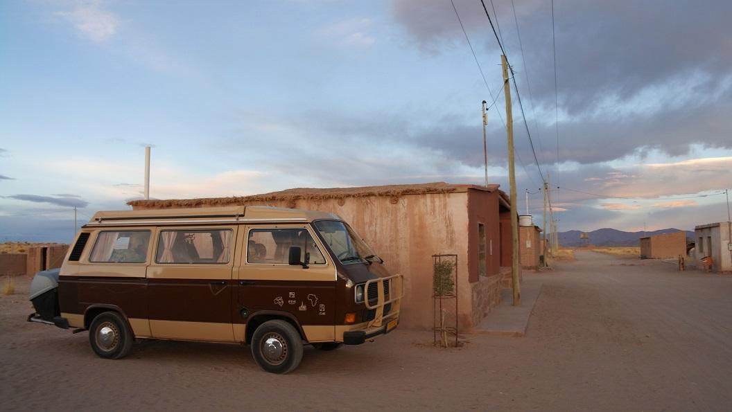 01 In de vroege ochtend, 06.30 u vertrek vanaf het restaurantje, waarnaast we mochten slapen, in het dorpje Tres Pozos nabij Salinas Grandes
