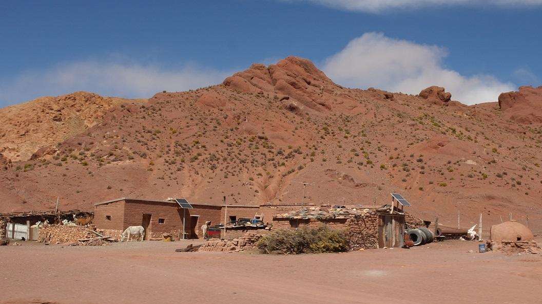 19 kleine nederzetting, boerderij met enkele zonnepanelen