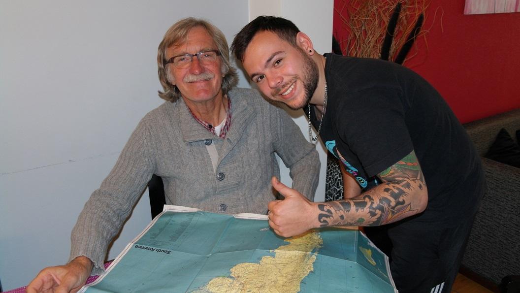 12 We ontmoeten Pablo, hij nodigt ons uit Mate te komen drinken en vertelt enthousiast over Argentinie