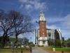 12 wandeling door Buenos Aires, langs de klokkentoren (klinkt als Big Ben) geschonken door Engeland op Plaza Salvador Maria del Carril