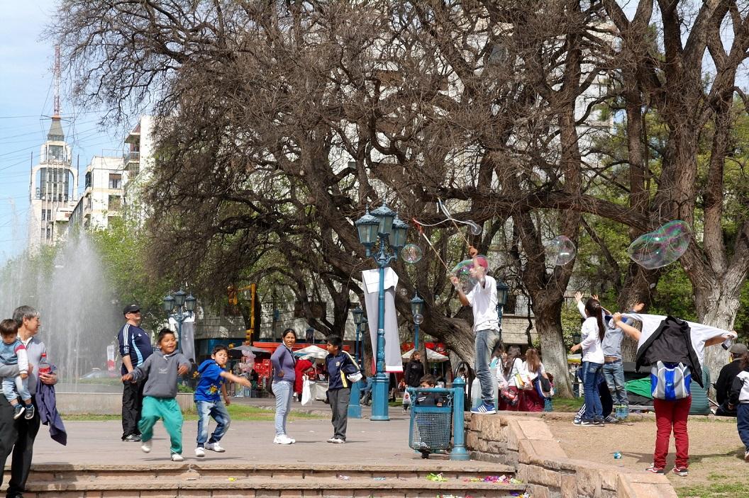 06 Plaza Independencia (park met veel stalletjes en activiteiten)