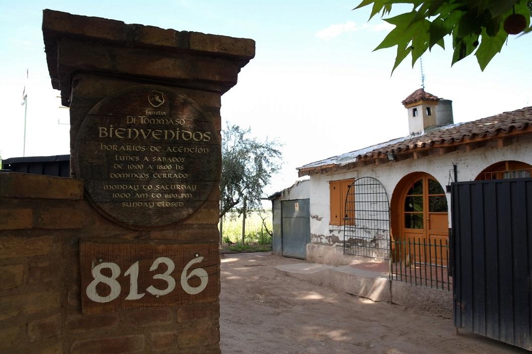 20 bezoek aan de wijnboerderij Familia Di Tommaso, Antiqua Bodega 1869, in het dorpje Maipu even buiten Mendoza