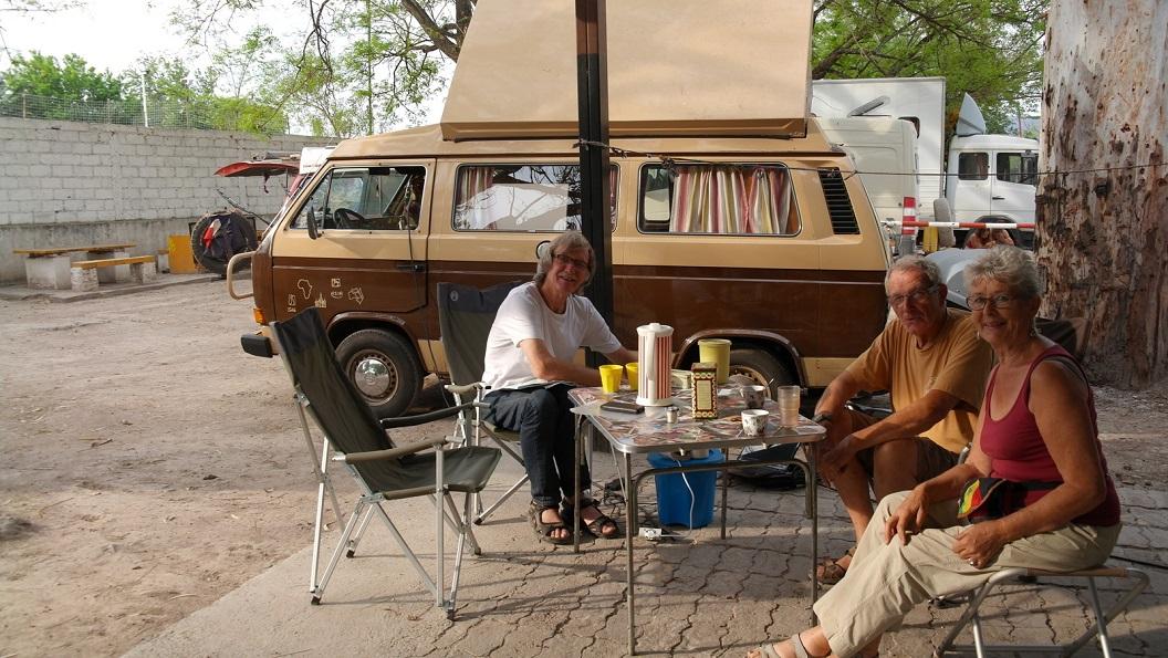 23 en zowaar als buren onze Franse mede Zd Amerika reizigers die we in het hostel in Montevideo voor het eerst ontmoette