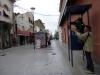 01 Agent in de binnenstad van Salta wijst graag de weg