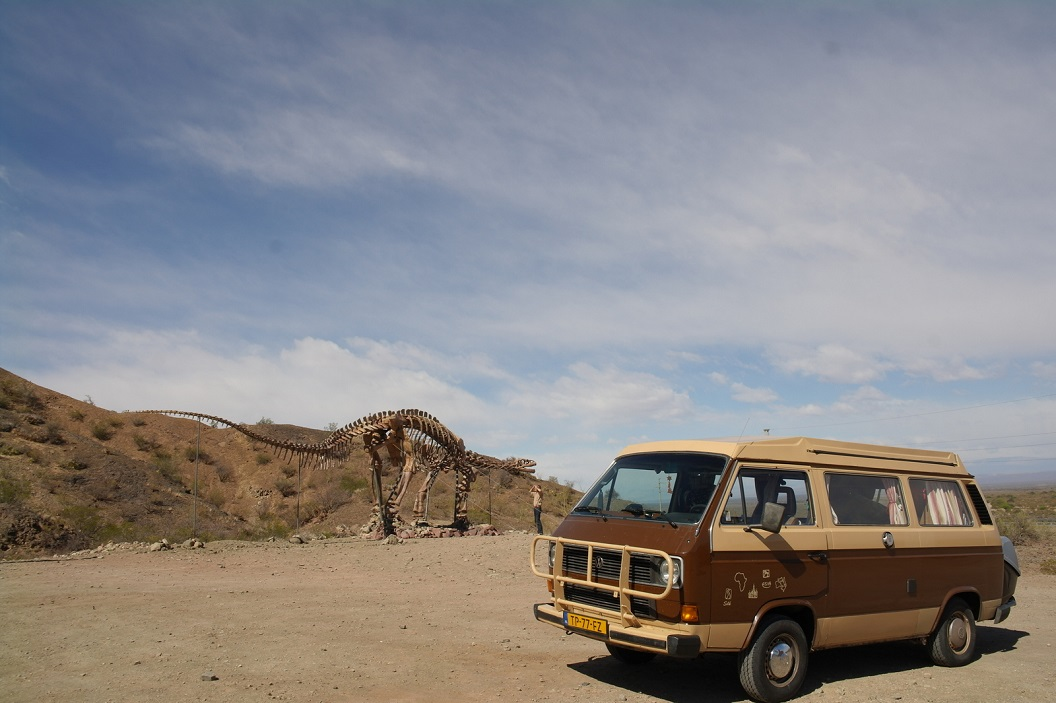 15 even stil staan bij een post dicht Parque Provincial Ischigualasto, een gebied waar men zich kan voorstellen dat er Dinosaurussen hebben rondgelopen