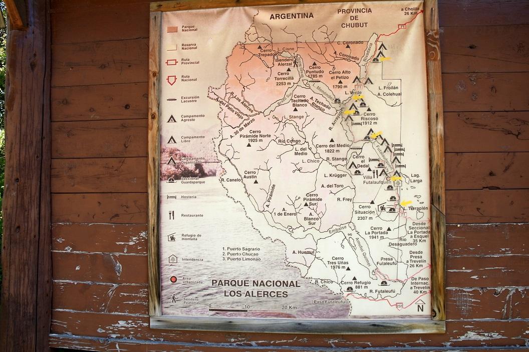 03 Plattegrond van het Parque Nacional Los Alerces, het ruim 2600 km2 grote natuurreservaat, een van de hoogtepunten van de Patagonische Andes