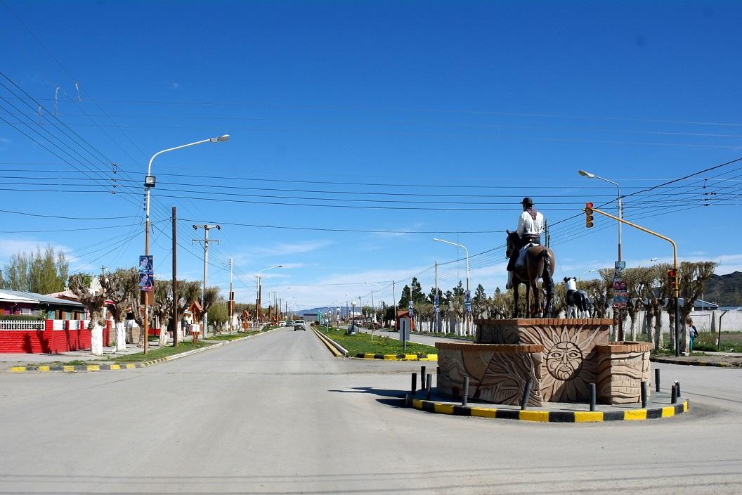 25 binnenkomst van het stadje Gobernador Gregores