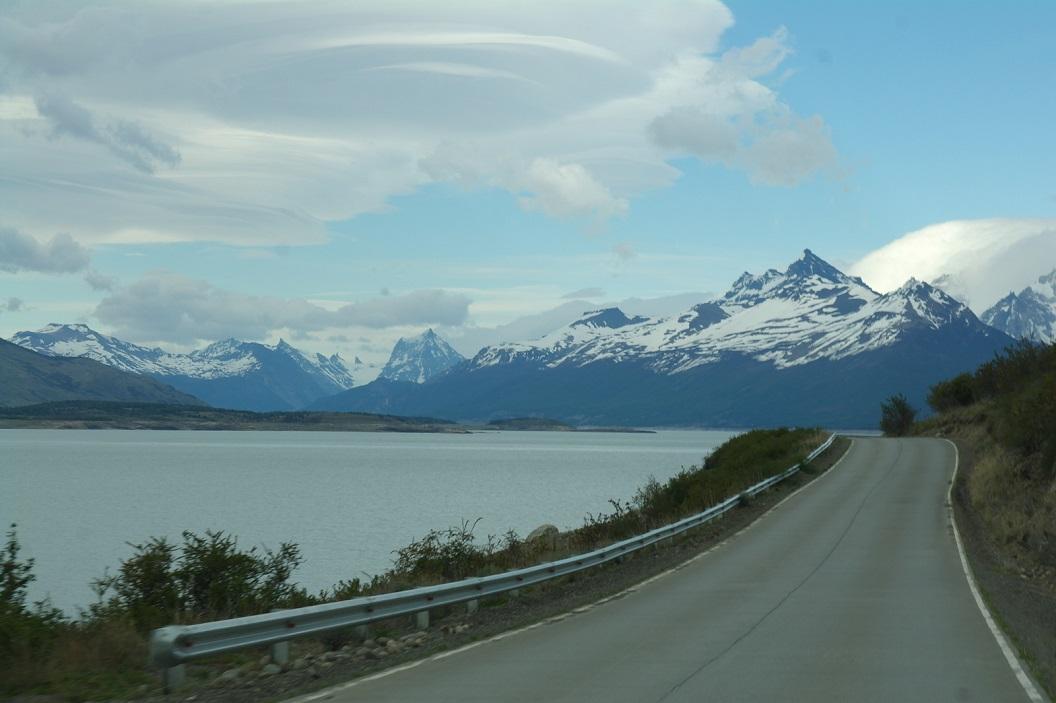 02 route langs Lago Argentino in het  6000 km2 grote Parque Nacional Los Glaciares