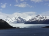 Zicht op Glaciar Perito Moreno met haar 4 tot 5 km brede gekartelde gletsjertong
