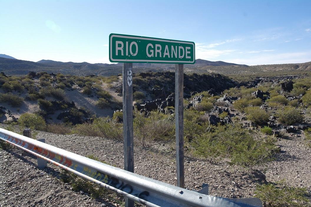 Route 40 volgt en kruist een paar maal de Rio Grande