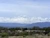 Van Mendoza route 40, rechts de Andes, de grens met Chili, ook wel genoemd; De Ruggegraat