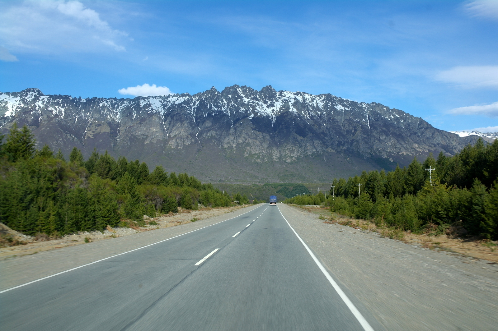 12 route 40 richting El Bolson, een bekken met een klimaat waarin alle soorten fruit gedijen