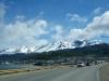 10 binnenkomst van Ushuaia, Ushuaia - een kruising tussen een Alpendorp en een nederzetting aan een fjord