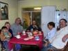 07 Samen aan tafel, aan de thee met familie Aranda - Reyes, vrnl Marco, moeder Nellie, vader Luis, Wim, Willie en zoontje Nicolas (Dasht) 5jr