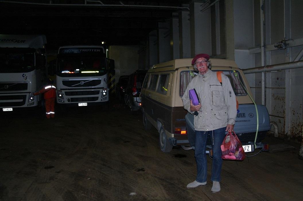 09 Wim heeft ons busje veilig aan boord gereden, persoonlijke spulletjes eruit en nu voor de komende 3 dagen aan boord op weg naar Puerto Montt