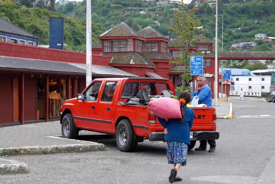 02 we zijn al vroeg op de markt (08.00u) aan en afvoer van vis, zeevruchten en schelpdieren komt net op gang