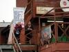 03 Uiterst zakelijke dames zwaaien de scepter in de Marisquerias, eethuisjes van de vismarkt, (open van 10-20 uur)
