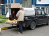 24 bij de uitgang maken we kennis met Simon Hites, hij verkoopt zijn eigen gemaakte producten kaas, jam en vleesproducten ( Nederlander)