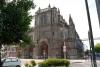 02 een kerk ernstig beschadigd, waar de toren van ontbreekt en ontoegankelijk geworden
