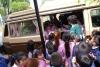 37 het hele klasje mag even in de bus zitten en alles bekijken en vragen