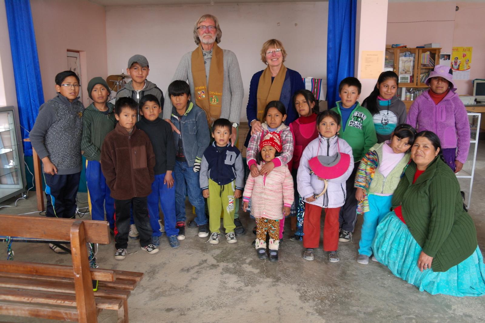 15 op vrijdag zijn er veel kinderen, veel gezelligheid en zingen en een welkomstfeestje voor ons!