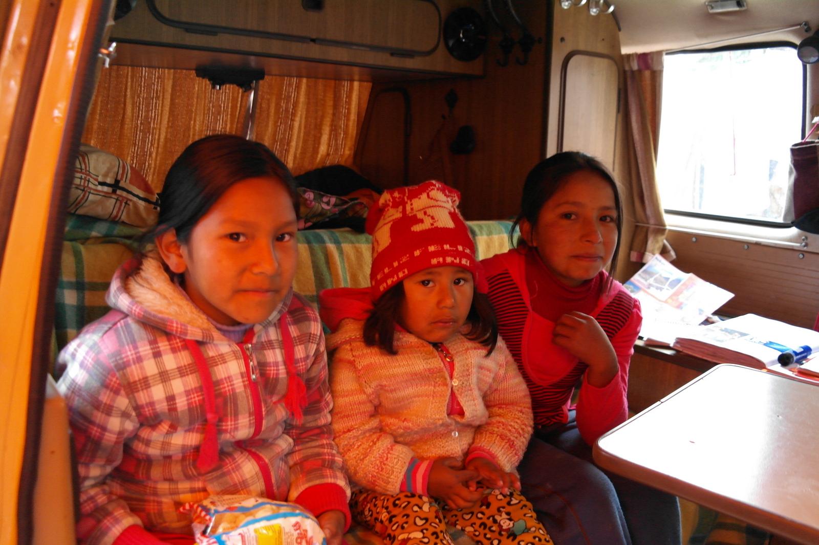 20 en drie vriendinnetjes samen in de bus..., spannend - leuk