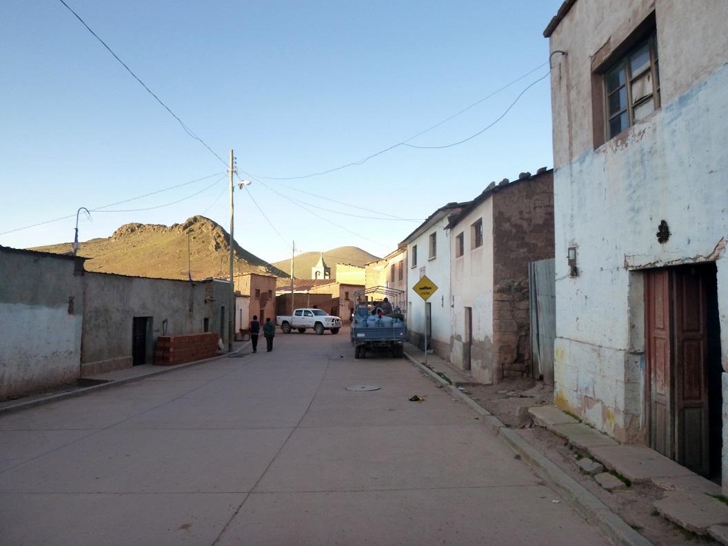 12 na een lange dag onderweg, 8 uur gereden en 118 km verder, komen we in het dorpje Ocuri. We besluiten in Ocuri te blijven om te overnachten