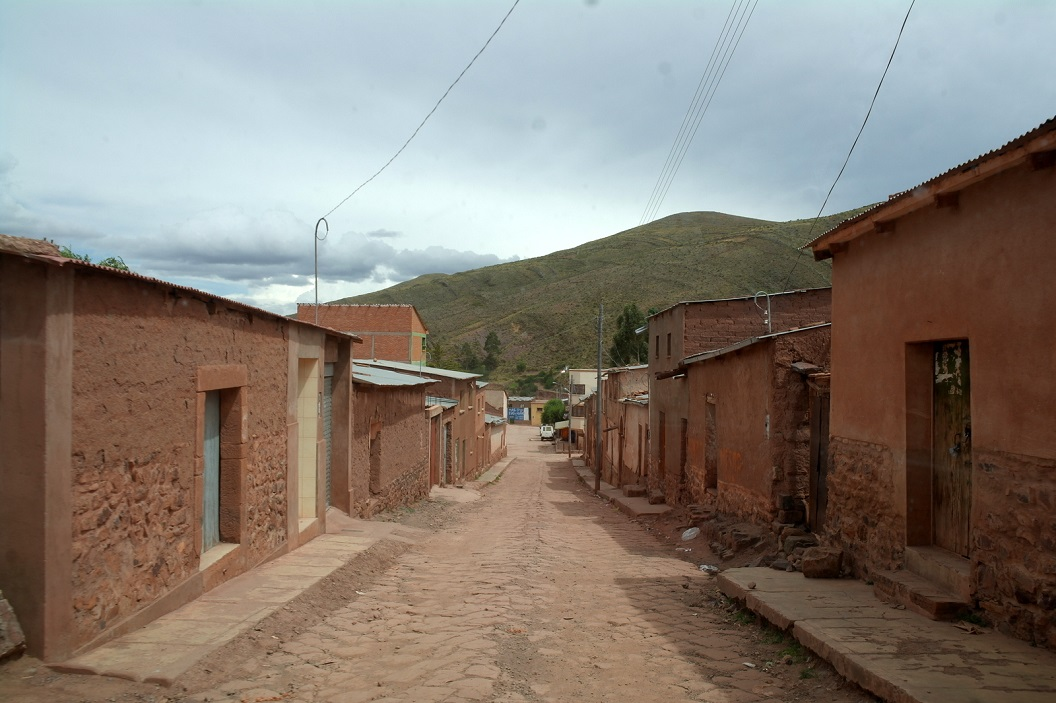14 vanuit het bergdorpje Ocuru gaan we in de vroege ochtend weer op weg