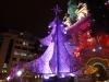 04 stralend en zeer kleurrijk in het oog springende Kerstboom, opgebouwd met ontelbare hoeveelheid CD's, die zelfs met een bepaald ritme van kleur blijft veranderen