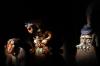 16 door de geschiedenis heen spelen maskers een belangrijke rol, zowel bij spel als in ritueel en dans vertellen een verhaal