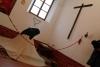09 5 keer per dag in gebed, voor de betere zielenheil van de familie en voor de rest van haar leven van de buitenwereld afgesloten