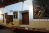 10 eetzaal waar de maaltijd in stilte werd genuttigd. Behalve de zuster die op een verhoging de gebeden uitsprak tijdens de maaltijd